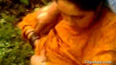 Desi lovers outdoor boob sucking video clip exposed