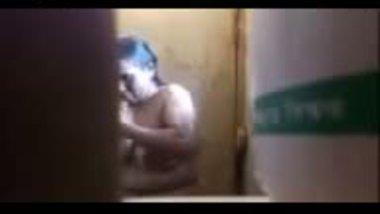 Desi maid captured nude while taking bath