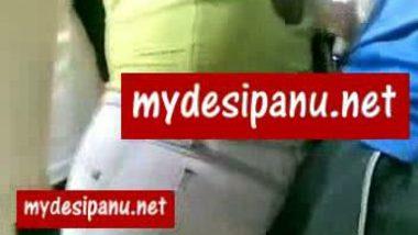 Mumbai Girl gaand me daanda in running bus mms
