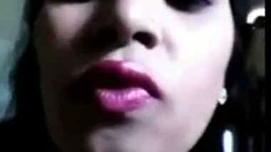 Selfshot video of desi call girl