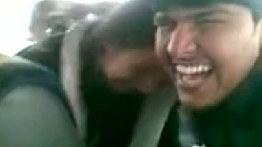 Desi sex of two Pakistani couple outdoor sex in car
