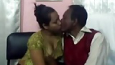 Bangladeshi Sadia and her older lover fucking