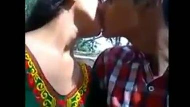 Desi college girl having an outdoor romance