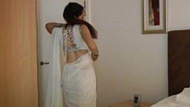 Desi porn actress Jasmine baring it all