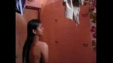 Bathing MMS of a teen Bhojpuri girl