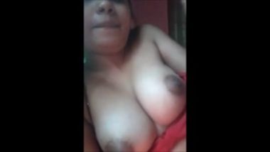 Mallu hottie pressing her nipples on video sex