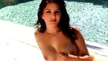 Sunny Leone pool