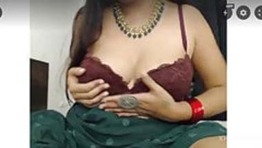 Sexy desi indian squirting in webcam