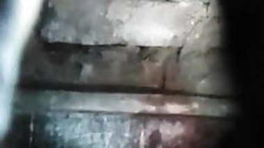 Kapde nikalti gulshan Bhabhi hidden cam show chut or doodh .