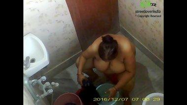 Indian Bengali aunt Rina Full Bath video captured on hidden cam