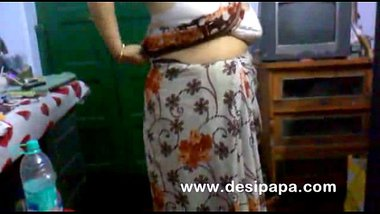 DesiSex24.com ? mature indian bhabhi changing in bedroom big boobs exposed