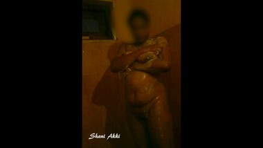 එහා ගෙදර අක්කි නානවා හොරෙන් ගත්ත විඩියෝ එකක් | Hidden Cam Sexy bath