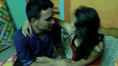 Tamil sex video of a young couple having sex for the first time in his house