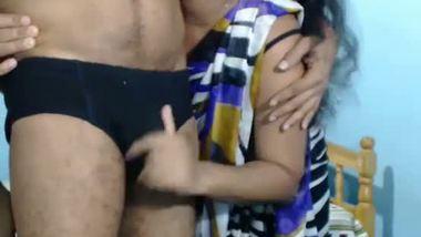 XXXIndian couple enjoy a romantic home sex session on webcam