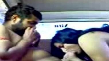 Muslim desi girl ki car mai bur chudai ka real porn mms
